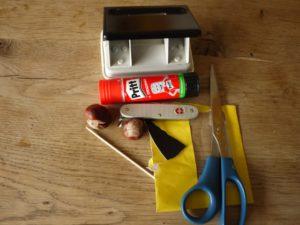 Basteln mit Kastanien: Hier seht Ihr das Material um einen Pinguin daraus zu basteln. foto (c) kinderoutdoor.de