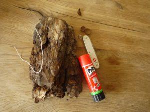 Basteln mit Baumrinde. Mit diesen wenigen Zutaten basteln wir eine Eule aus Borke. foto (c) kinderoutdoor.de