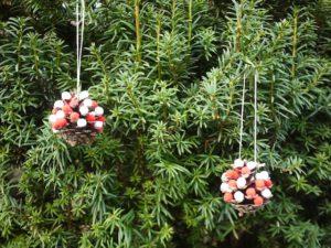 So sehen die fertigen Anhänger für den Weihnachtsbaum aus. Gebastelt von den Kindern.  foto (c) kinderoutdoor.de