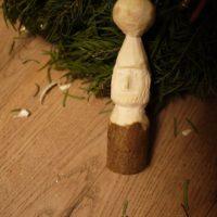 Schnitzen lernen ist ganz einfach: Fertig ist der Weihnachtswichtel.  foto (c) kinderoutdoor.de