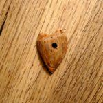 Basteln mit Nussschalen und dem Taschenmesser: Einen Herzanhänger