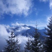Immer wieder geben die Wolken die Blicke frei auf die Tiroler Berge. foto (c) kinderoutdoor.de