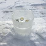 Landart mit Kinder: Eisleuchten für Winternächte