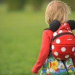 Kinderrucksäcke von LittleLife und den Kindern sitzen die Disney-Helden im Rücken