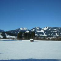 Skitouren mit Kindern im Allgäu: Der Große Ochsenkopf präsentiert sich von seiner sonnigsten Seite.   foto (c) kinderoutdoor.de