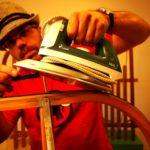 Holzschlitten pflegen: So kommt Ihr schneller den Rodelhügel runter