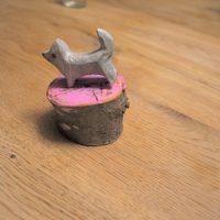 Die Kinder haben diesen tollen Spitz geschnitzt.  foto (c) kinderoutdoor.de