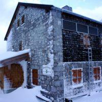 Schneeschuhwandern mit Kindern zur Blaueishütte, die im Winter ein lohnendes Ziel ist.   foto (c) kinderoutdoor.de