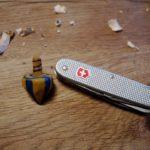Anleitung zum Schnitzen: Einen flotten Kreisel aus einem Stück Holz