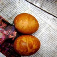 Ein tolles Muster haben unsere natürlich gefärbten Ostereier.   foto (c) kinderoutdoor.de