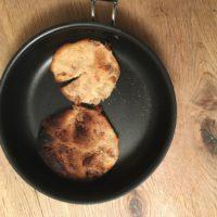 Outdoor Rezepte für Kinder sind simpel zu kochen: Das gilt auch für unser fleischloses Schnitzel.  foto (c) kinderoutdoor.de