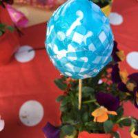 Fertig ist das beklebte Osterei in Serviettentechnik. Ein super Geschenkidee.  foto (c) kinderoutdoor.de