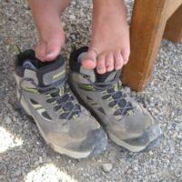 Blasen verhindern! Das betrifft beim Wandern Eltern und Kinder.   foto (c) kinderoutdoor.de