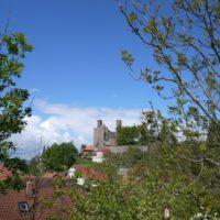 Wir wandern mit Kindern bei der Burg Hanstein zur Teufelskanzel los.   foto (c) kinderoutdoor.de