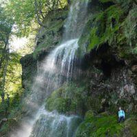 Wandern mit Kindern zum Uracher Wasserfall. Hier stand auch schon der schwäbische Shakespear Eduard Mörike.   foto (c) kinderoutdoor.de