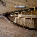 Naturwebrahmen: Kinder werken mit dem Taschenmesser
