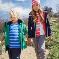 Raus mit Euch! Dank der neuen Kinderschuhe sind die Outdoorkids auch im Frühling gut unterwegs.   foto (c) reima