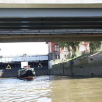 Etliche ehemalige Industriekanäle durchziehen Hamburg. Sie sind ein ideales Paddelrevier.  foto (c) kinderoutdoor.de