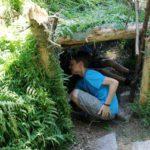 Waldhütte mit Kindern bauen: Kaum zu lauben, wie das Spaß macht!