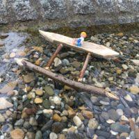 Die Kinder haben mit diesem Boot einen richtigen Hingucker geschnitzt.   foto (c) kinderoutdoor.de