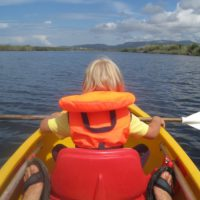 Beim Paddeln mit Kindern ist die Schwimmweste Pflicht.   Foto (c) kinderoutdoor.de