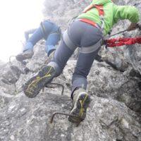 Gut gesichert sind die Kinder am Klettersteig an der Kanzelwand unterwegs.   foto (c) kinderoutdoor.de