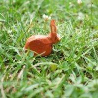 Es muss nicht Ostern sein, um einen guten Grund zu haben, einen Hasen zu schnitzen.  foto (c) kinderoutdoor.de
