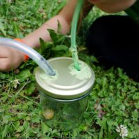 Das ist keine Shisha für Outdoorkids sondern ein Becherlupenglas mit Einsaugvorrichtung,   foto (c) kinderoutdoor.de