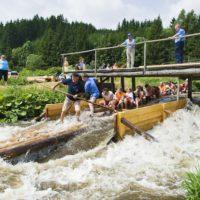 Ein Floßfahrt auf der Wilden Rodach im Frankenwald ist für die Kinder ein kaum zu vergessendes Abenteuer.   Bildrechte_Frankenwald Tourismus A._Hub.jpg