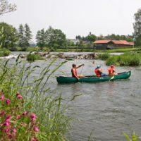 Frag nicht wo wir hin wollen, frag lieber das Kanu! Auf dem Regen kommen auch Anfänger schnell mit dem Boot zurecht.  Foto (c) Landkreis Cham_Foto Stefan Gruber