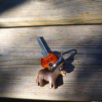 Wer sich viel Arbeit macht, der hat am Ende so einen geschnitzten Esel als Schlüsselanhänger.   foto (c) kinderoutdoor.de