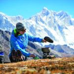 Outdoor kochen im Winter mit Optimus: Heißes Essen an frostigen Tagen
