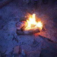 Lagerfeuer mit Kindern: Wir haben fünf Tipps, wie die Outdoorkids noch lange davon erzählen.   foto (c) kinderoutdoor.de
