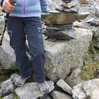 Die Norrøna Svalbard Flex1 Pants Junior haben wir bei mehreren Touren getestet: Eine perfekte Outdoorhose für Kinder.   foto (c) kinderoutdoor.de