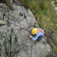 Mit Sicherheit am besten unterwegs. Passt der Klettersteig zu Eurem und dem Können der Kinder?  foto (c) kinderoutdoor.de