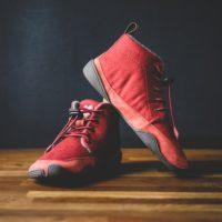 Kinderschuhe für den Winter von Wildling. In dem Modell Eichhörnchen sind die Kinder wie ohne Schuhe unterwegs.   foto (c) wildling shoes