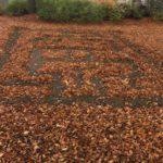 Land-Art mit Kindern im Herbst: Ein Laubyrinth geht immer