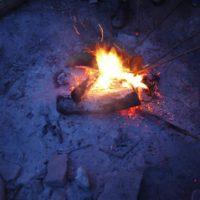 Zur Nachtwanderung mit KIndern gehört auch ein Lagerfeuer.   foto (c) kinderoutdoor.de