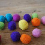 Filzideen mit Kindern: Nassfilzen für eine eigene bunte Kette
