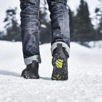 Sicherer Gang, statt ausrutschen. Der Icebug Detour GTX beißt sich mit seinen Spikes in Schnee und Eis.  foto (c) icebug