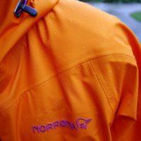 Outdoor Kleidung imprägnieren: Vor allem im Herbst ist es wichtig, dass es den Kindern oder Euch nicht nass eingeht.   foto (c) kinderoutdoor.de