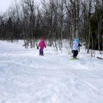 Schneeschuhwanderung mit Kindern: Urige Hütten, tolle Aussicht und pures Abenteuer im Winter