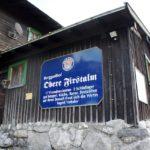 Familienfreundliche Berghütten im Winter: Am Spitzingsee rodeln und Skitouren gehen mit den Kindern