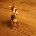 Rentier basteln mit dem Taschenmesser und Rudolf mit der roten Nase kann lostraben