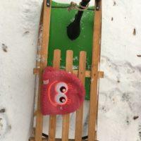 Welcher Schlitten ist der Richtige? Klassischer Holzschlitten oder Gaudigefährt Zipfelbob?  foto (c) kinderoutdoor.de