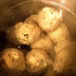 Outdoor-Rezepte für Kinder: Hütten Rezept für den Winter bayerische Semmelknödel