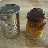 Fertig ist unser Brot aus dem Lagerfeuer.   foto (c) kinderoutdoor.de