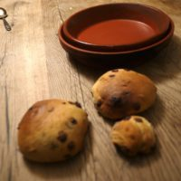 Fertig sind unsere leckeren Schokobrötchen aus dem Lagerfeuer.  foto (c) kinderoutdoor.de