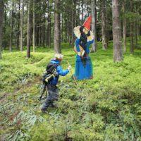 Liegt es am Zauberer, dass die Kinder wie von alleine wandern?  foto (c) kinderoutdoor.de