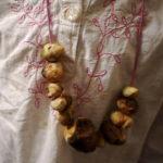 Bushcraft mit Kindern: Baumperlen Kette basteln